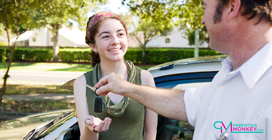 Dad handing car keys to daughter