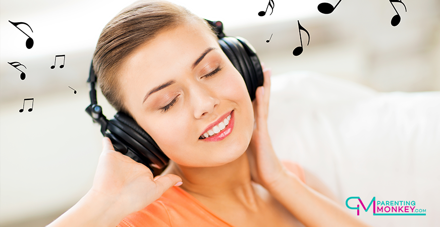 WOman sitting enjoying some musics on her headphones.